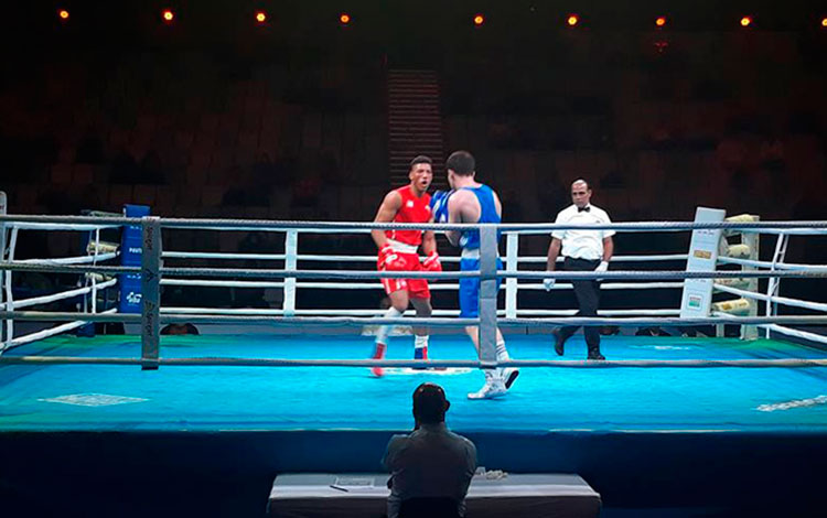 Osvary Morrell combate en el torneo India Open International Boxing.